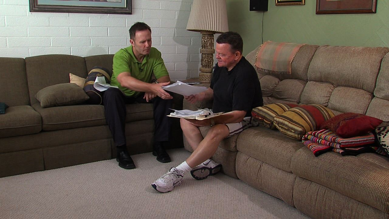 ABC15 Investigator Joe Ducey talks to Hal Stewart who keeps records of telemarketing calls.