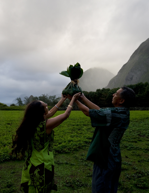 Descendants offering ho'okupu at field of over 1000 unmarked graves, Kalaupapa, 2010, Wayne Levin