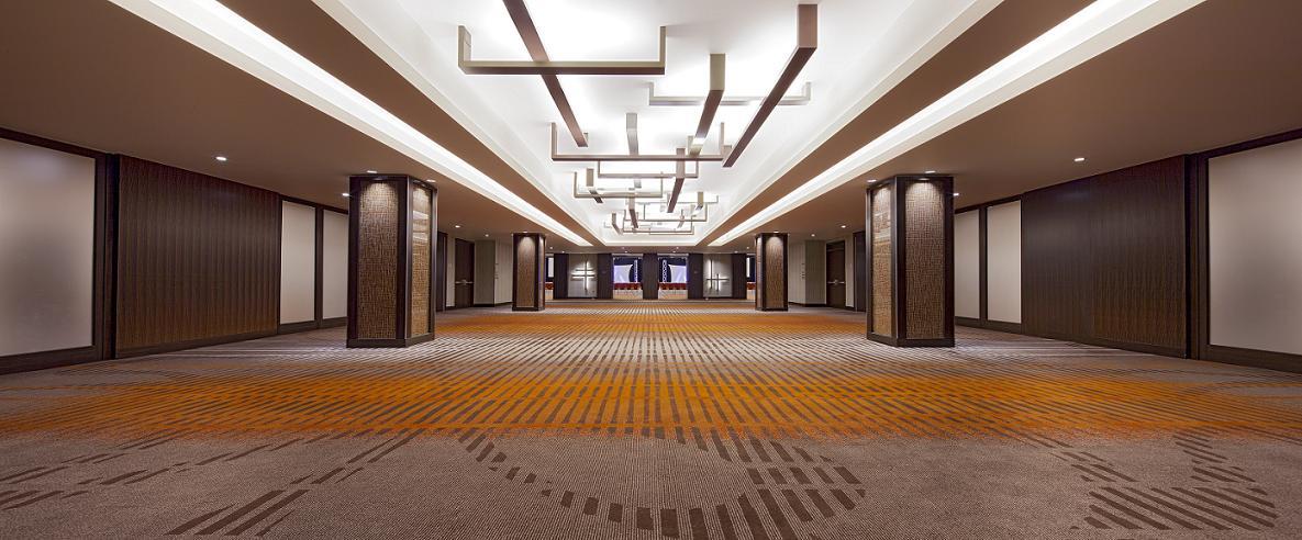 Grand Hyatt Foyer : Arrive in style and dine sophistication grand hyatt
