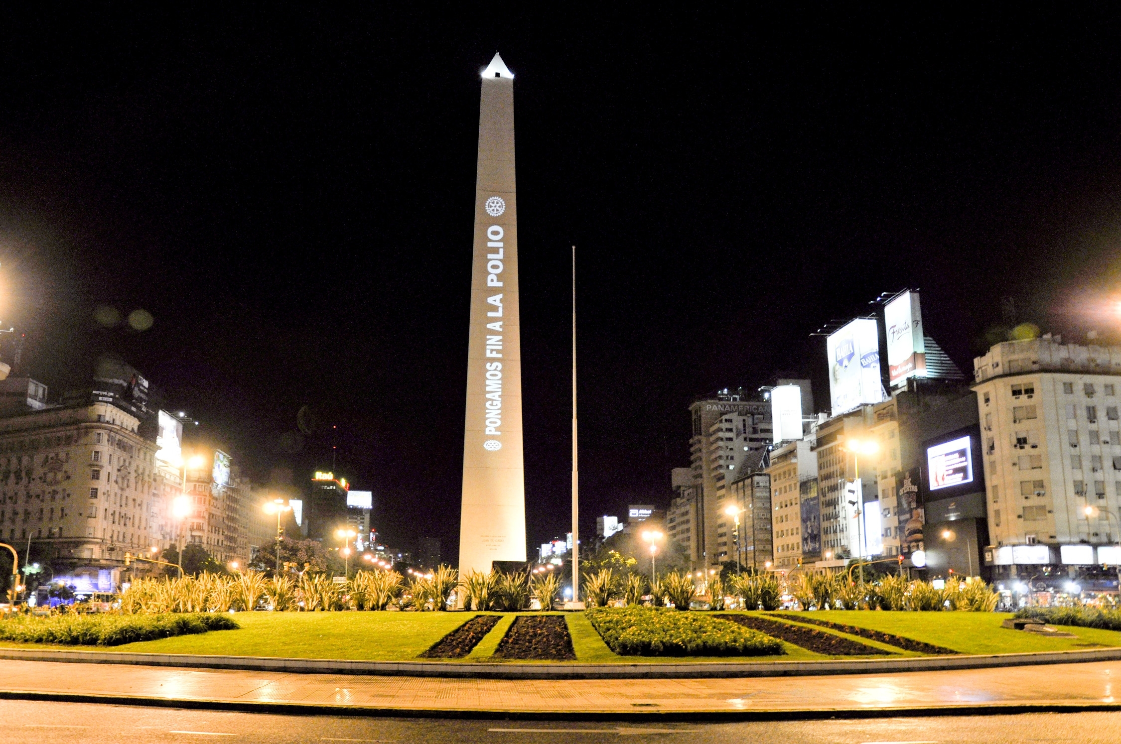 In 2010, the Obelisk in Buenos Aires carried Rotary's polio eradication message.