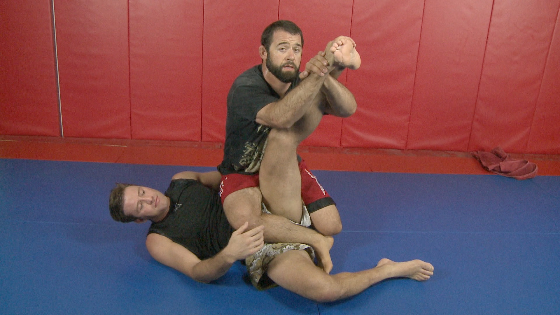 ATACTV MMA pass to leg lock