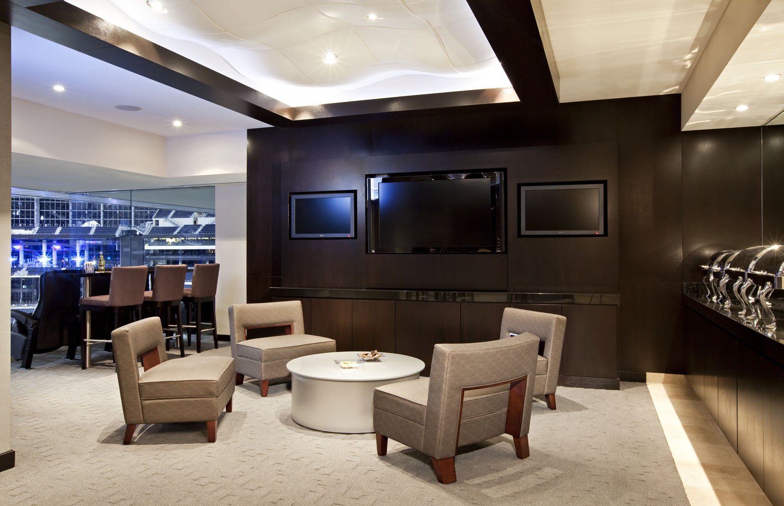 Super bowl luxury suites and super bowl packages new for Mercedes benz superdome suites