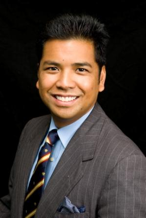 Ed Mayuga, AMM Communications LLC principal and co-founding member, presents an advanced social media course December 14 at the St. Louis Hispanic Chamber of Commerce.