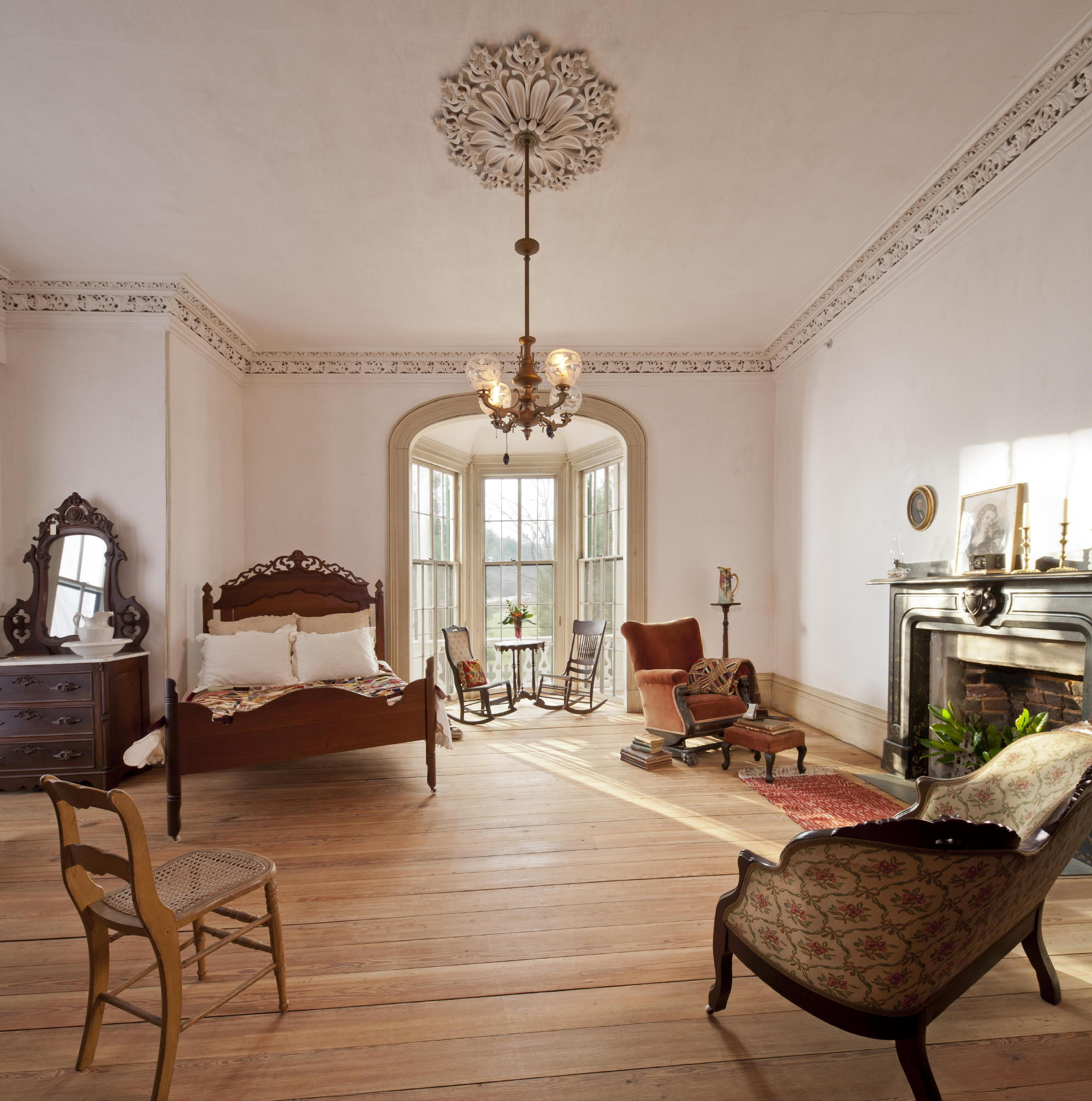 One of the second floor bedrooms in the farmhouse at Hardman Farm. Photo: c Jonathan Hillyer / Atlanta
