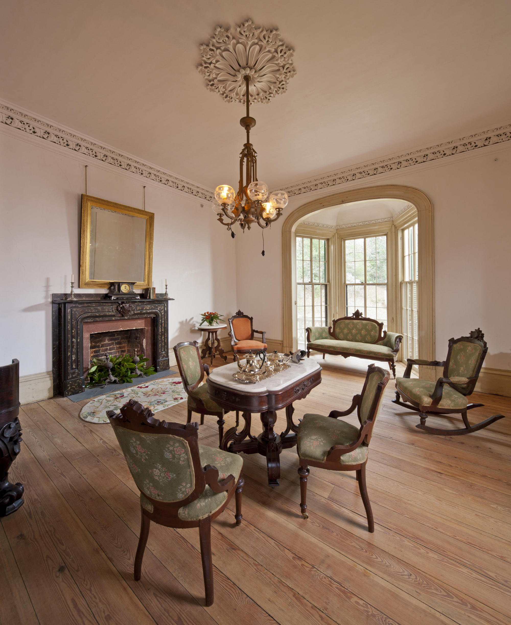 The farmhouse parlor at Hardman Farm. Photo: c Jonathan Hillyer / Atlanta