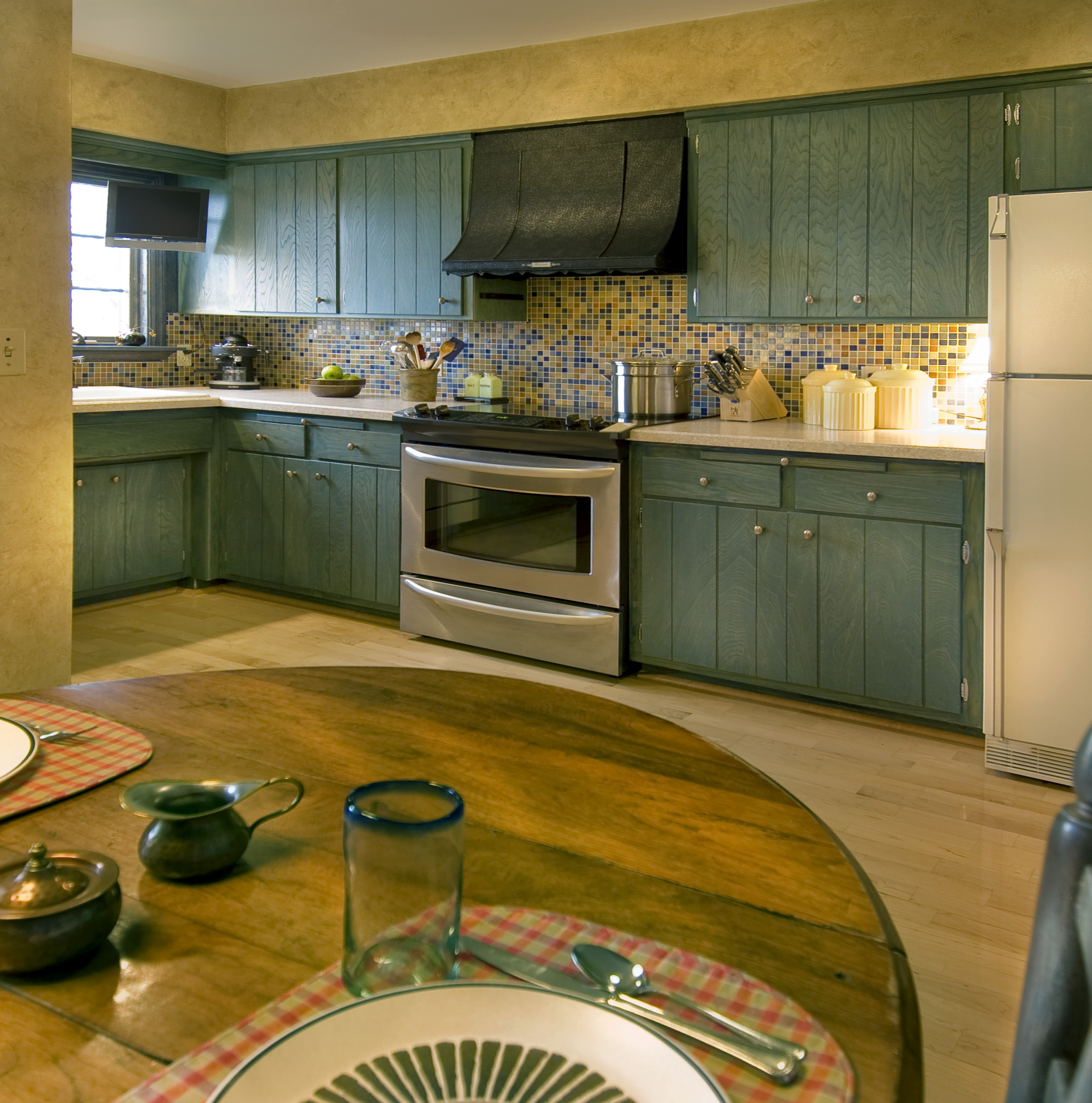 Reviving a 1970s kitchen - S kitchens ...
