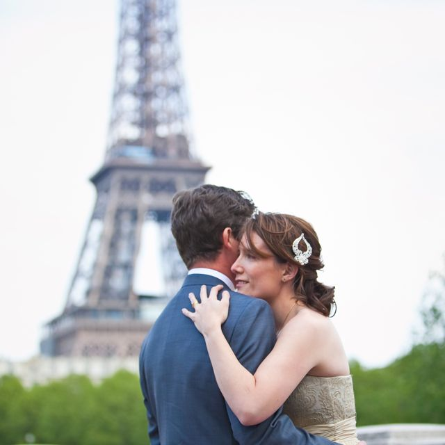Vow-renewal and elopement ceremonies in Paris, with parisianevents.com