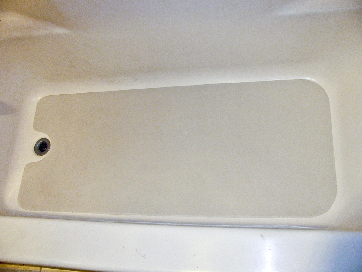 Fixing a cracked bathtub fiberglass bathtub repair first for Bathtub repair