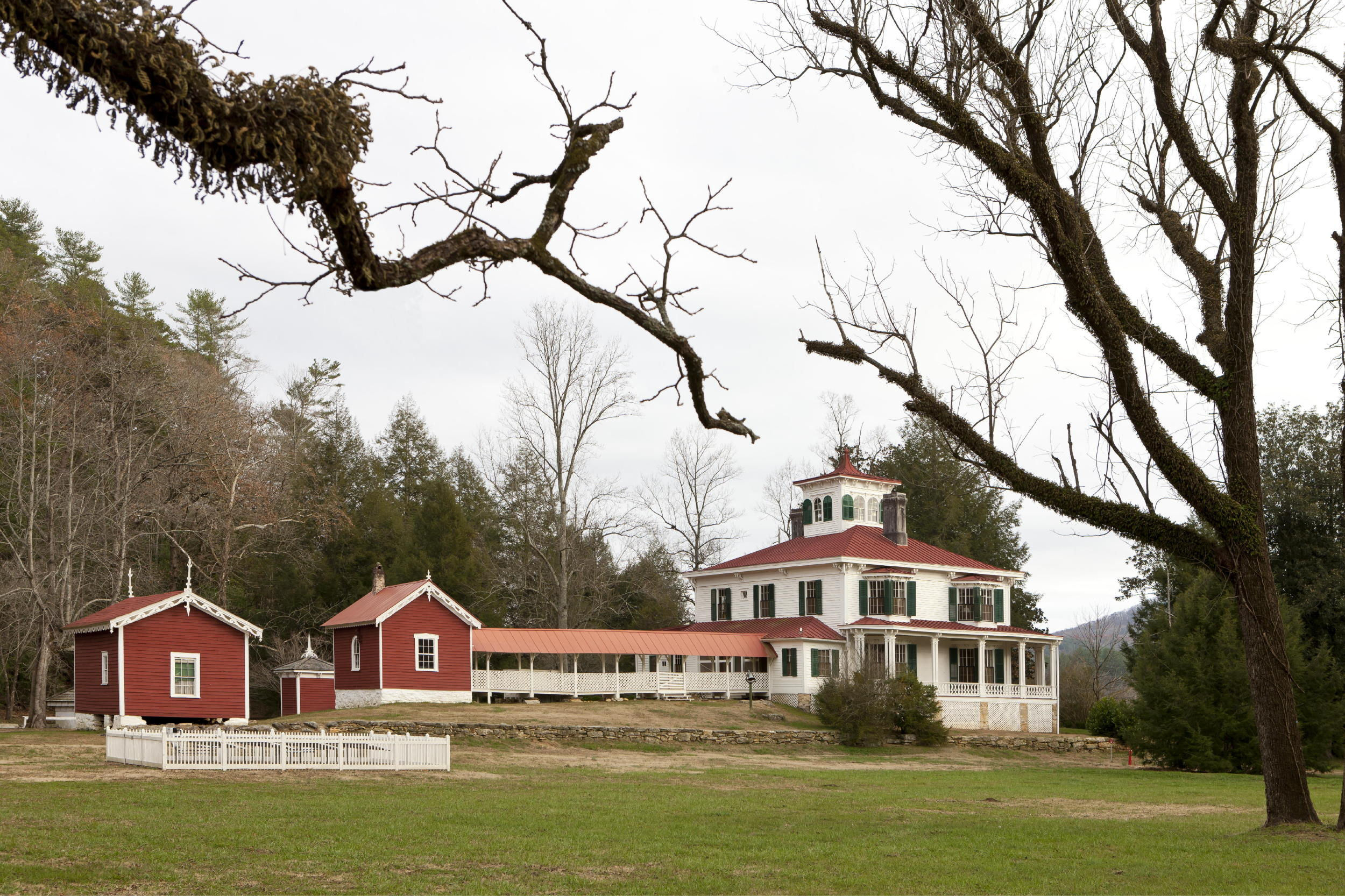 The farmhouse at Hardman Farm is joined to the kitchen by a breezeway. Photo: c Jonathan Hillyer / Atlanta