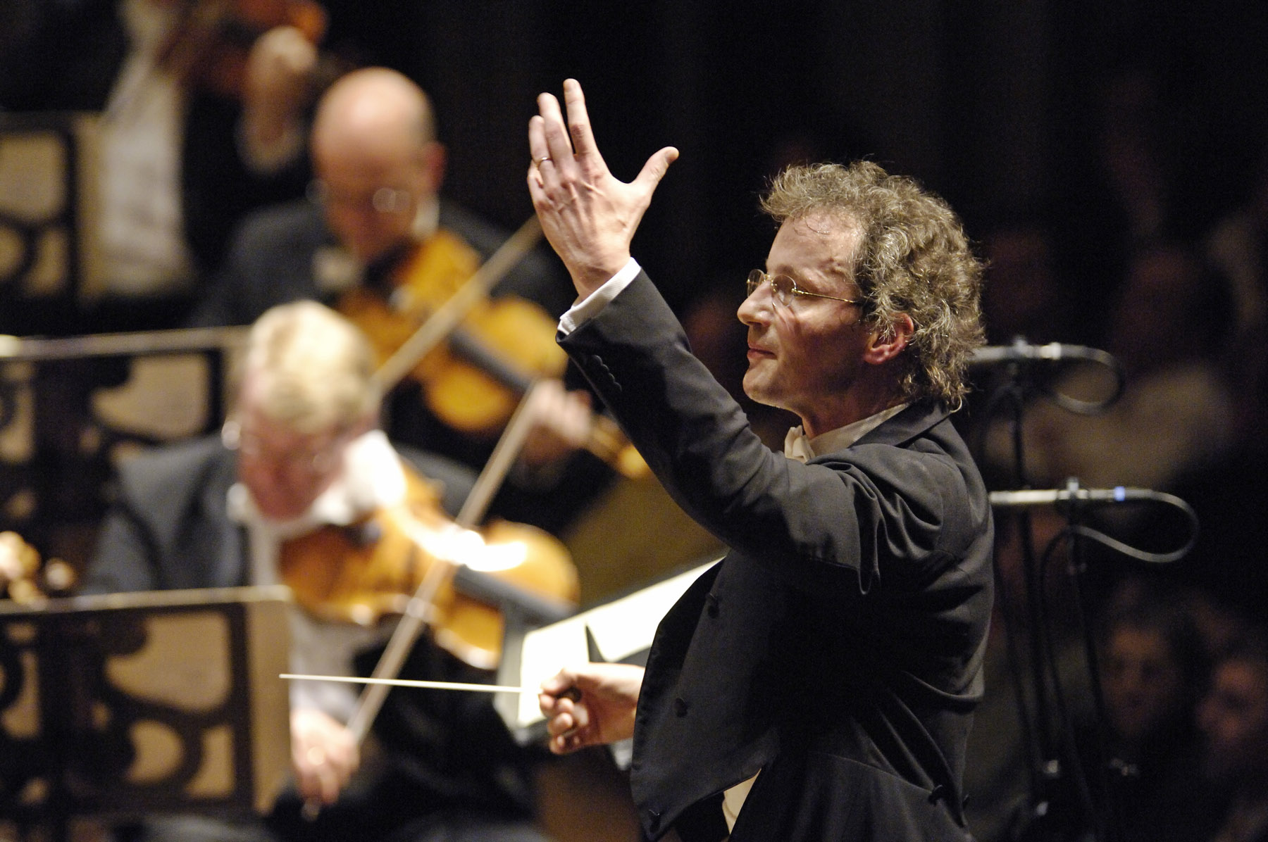 Music Director Franz Welser-Möst directs The Cleveland Orchestra, consistently ranked within the top 10 orchestras in the world. 