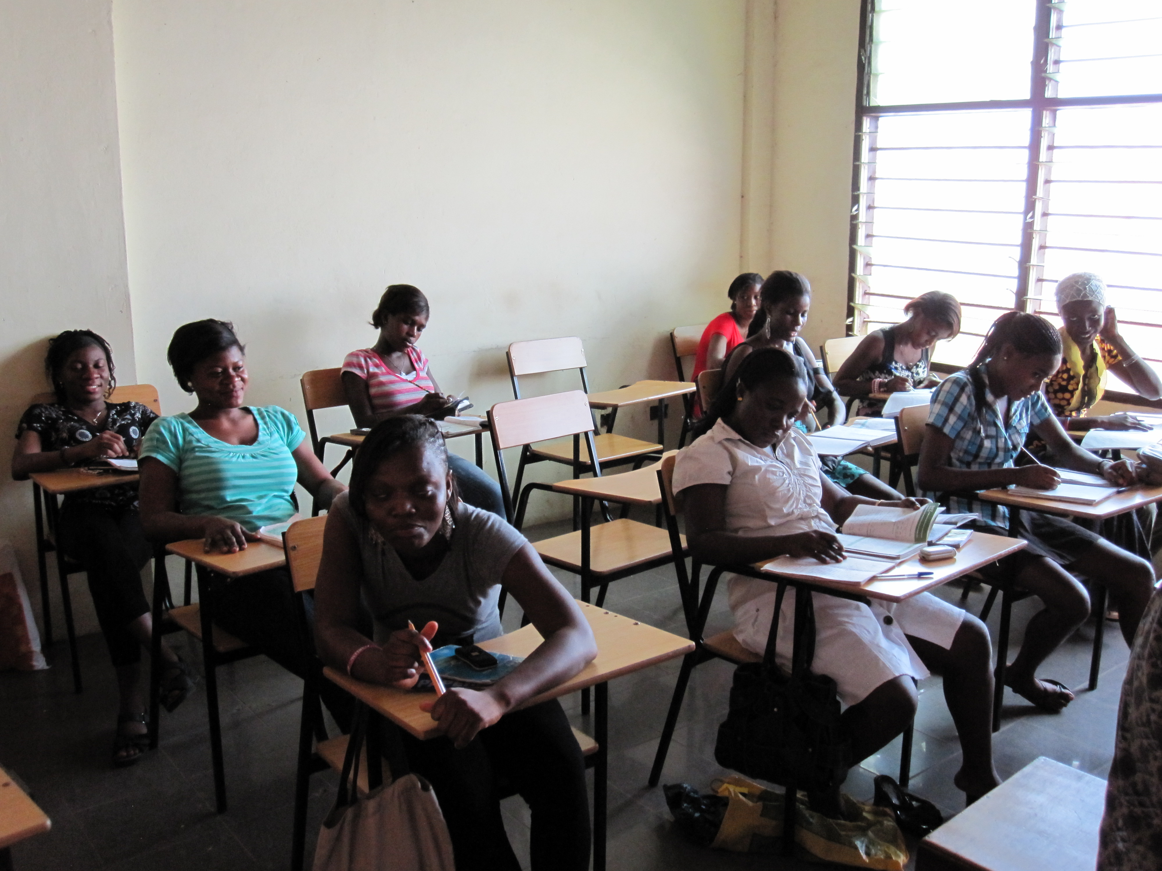 Kaya Responsible Travel volunteers assist with business skills training in Ghana