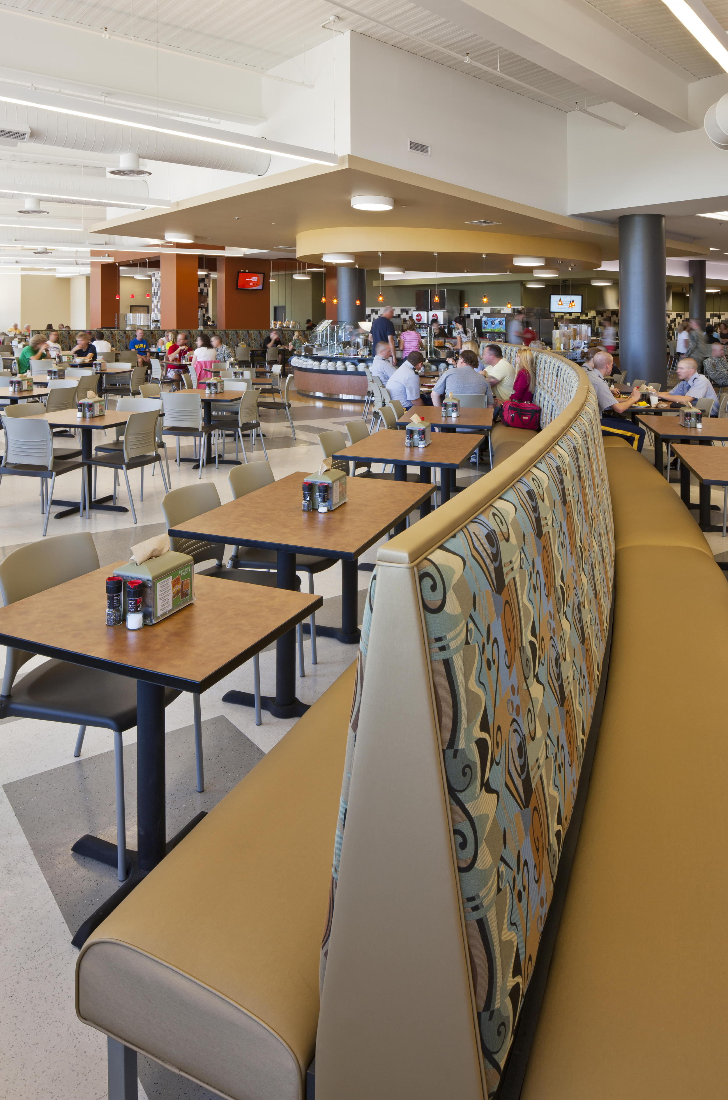 The new Dining Hall at North Georgia College & State University has seating for more than 900 students in a variety of spaces, including the large main dining space, an upper level, streetside diner-style eating zone and an area for club meetings. Photo copyright 2011 Jonathan Hillyer / Atlanta