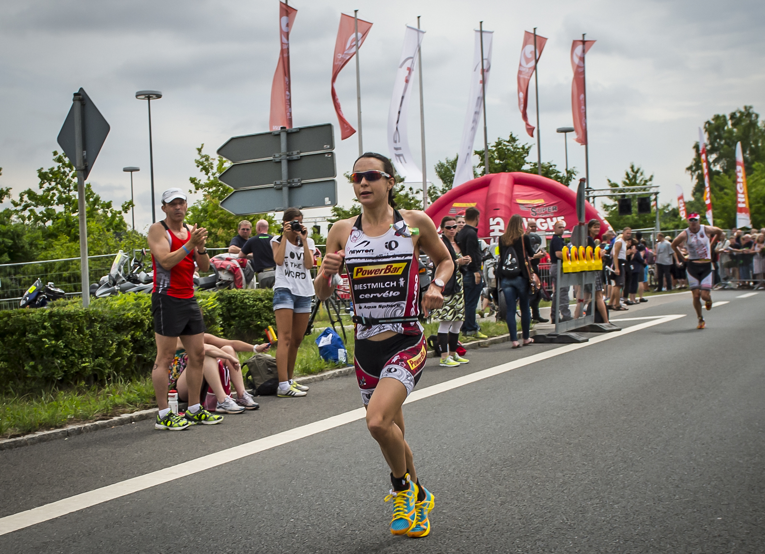 Newton Running has signed a three-year deal to sponsor Ironman triathlete Rachel Joyce.