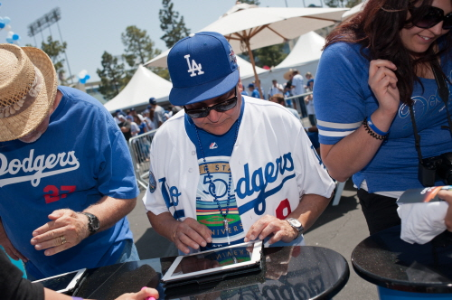 Fans signing up for the Dodger Ticket Giveaway Contest