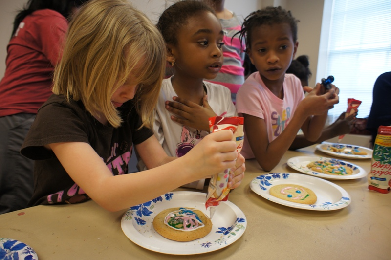 Kids at the Club got to decorate sugar cookies with company volunteers as part of an afternoon celebration commemorating the Alliance Data commitment.