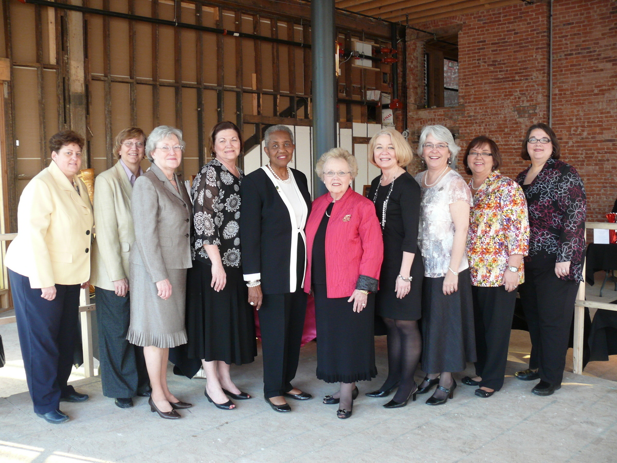 The Pearls and Pinot committee with Honorary Chairs Betty Dalrymple and Bettye Williams