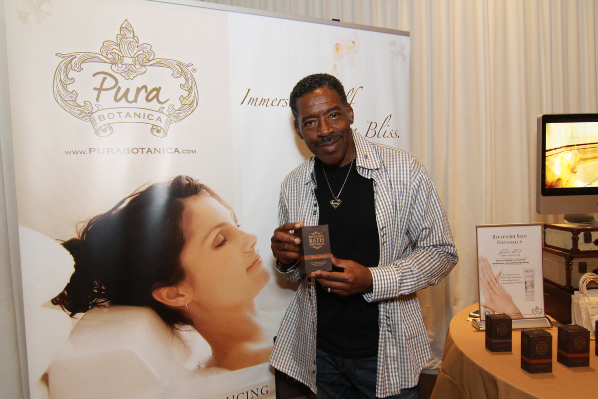 Ghostbusters' Ernie Hudson shows Pura Botanica some love at the 2012 MTV Movie Awards.