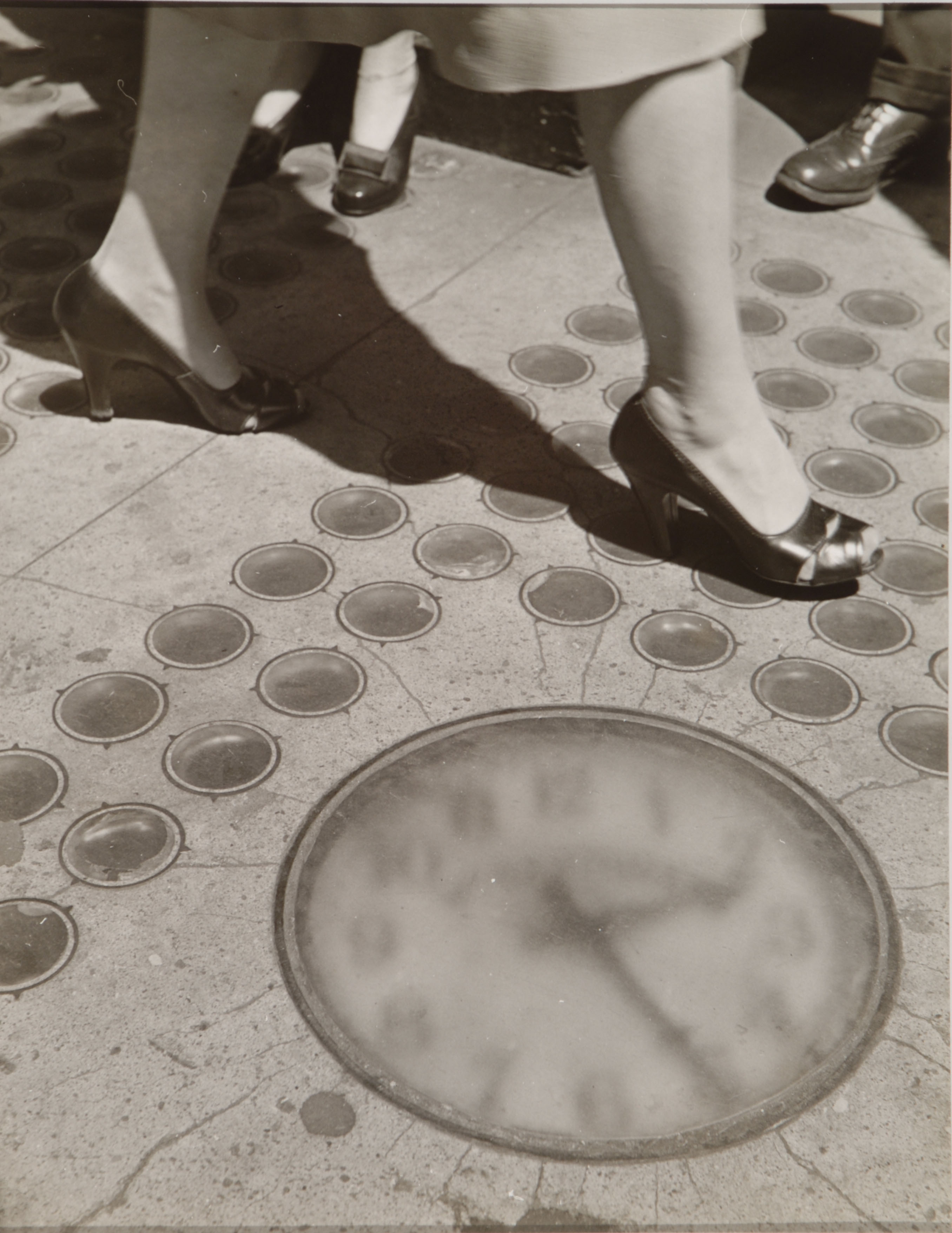 Ida Wyman, Sidewalk Clock, New York, 1947, gelatin silver print.  Columbus Museum of Art, Ohio, Photo League Collection, Museum Purchase, Derby Fund.  c Ida Wyman.