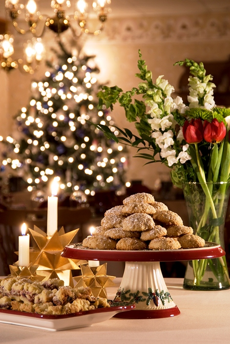Twelve NH inns will open their door to hungry cookie tour goers on Dec 11-12.  Pictured here, Inn at Ellis River. Photo by Elizabeth Campbell. 