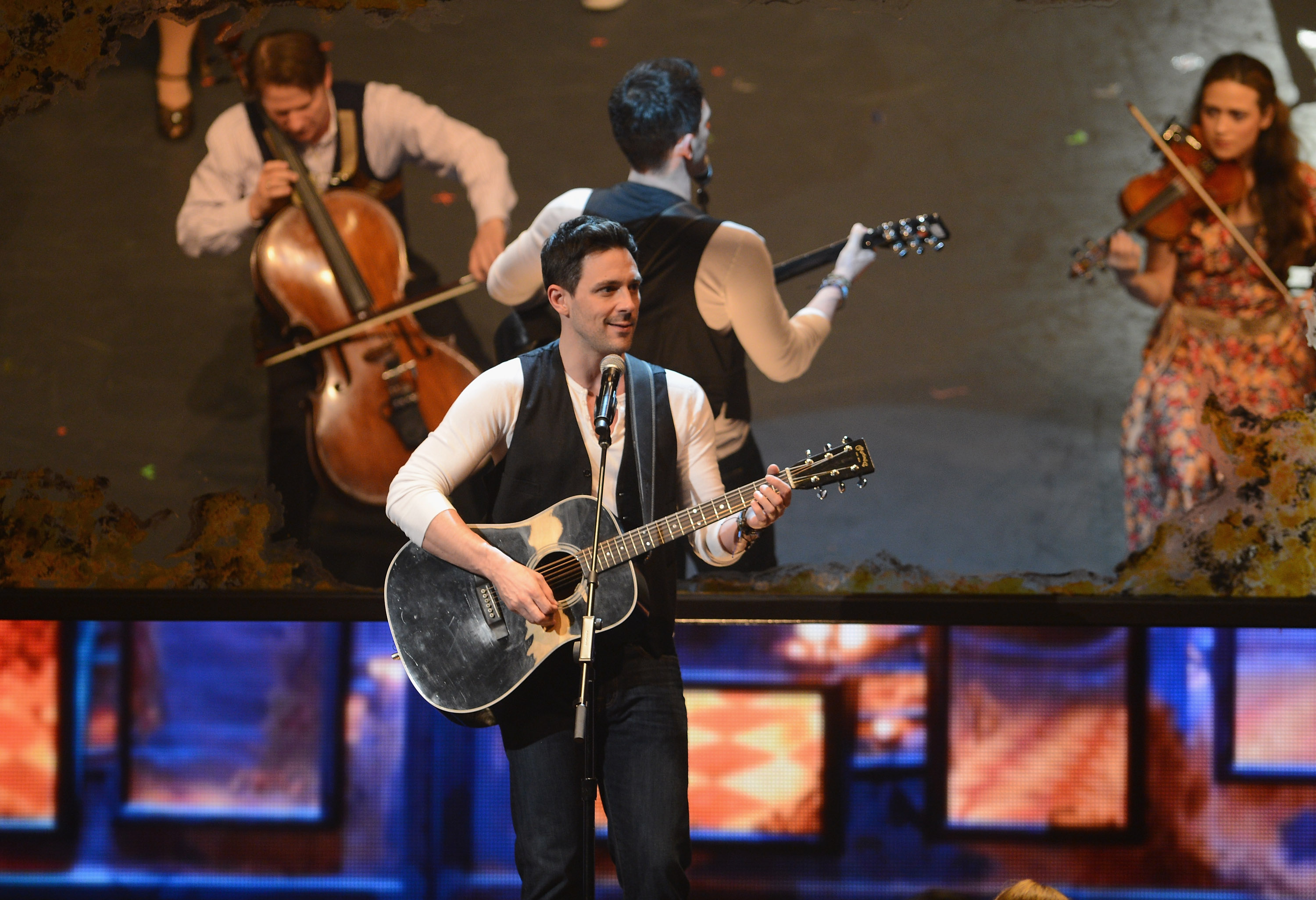 NEW YORK, NY - JUNE 10: Steve Kazee performs on stage with the cast of 'Once the Musical' onstage at the 66th Annual Tony Awards at The Beacon Theatre on June 10, 2012 in New York City. (Photo by Andrew H. Walker/WireImage for Tony Awards Productions)