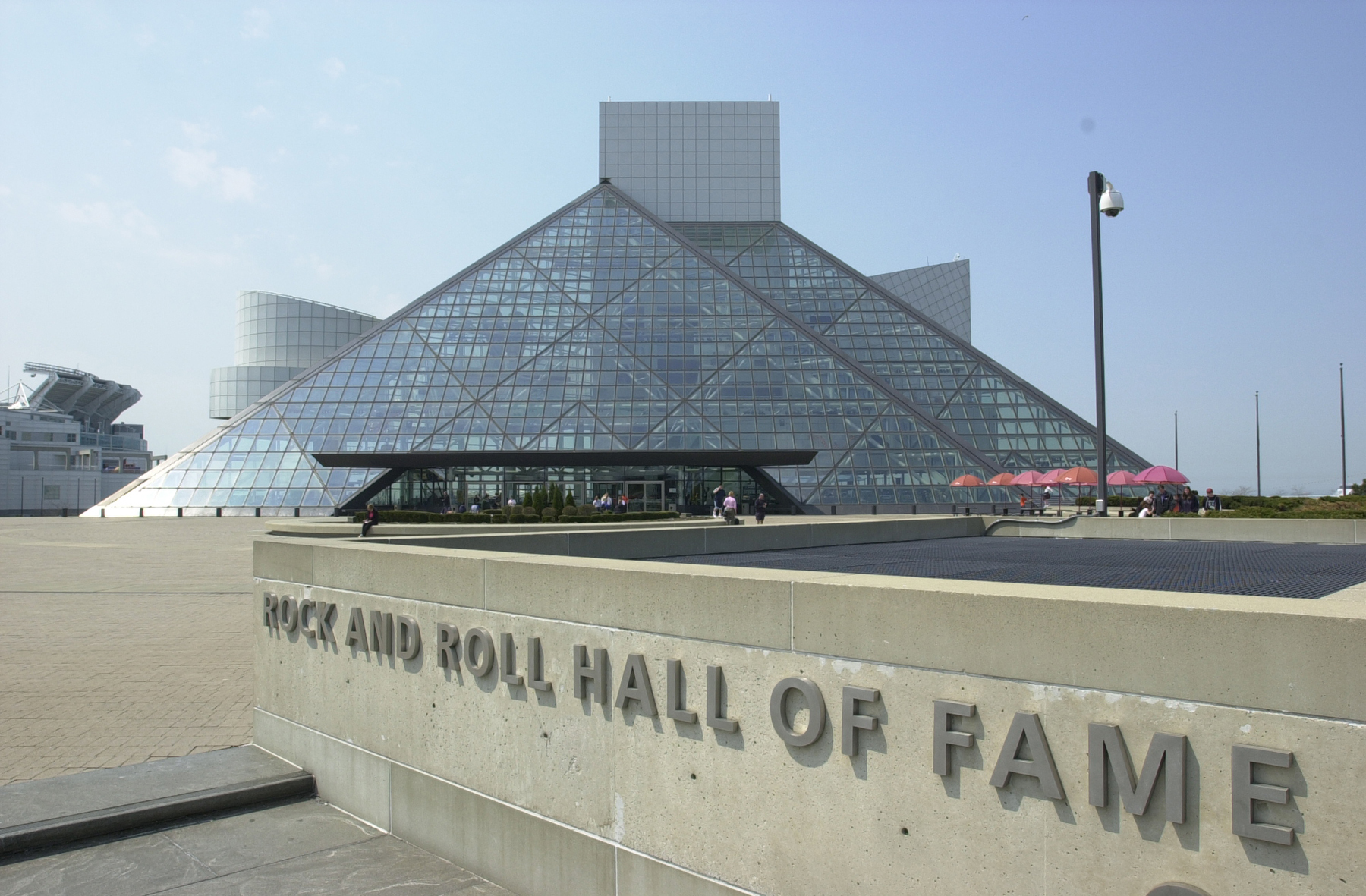 "The ladies in TV Land's ""Hot in Cleveland"" television show embrace the Ohio city, but it's in episode #105 that Cleveland gets to show off some of its attributes, like the Rock and Roll Hall of Fame."