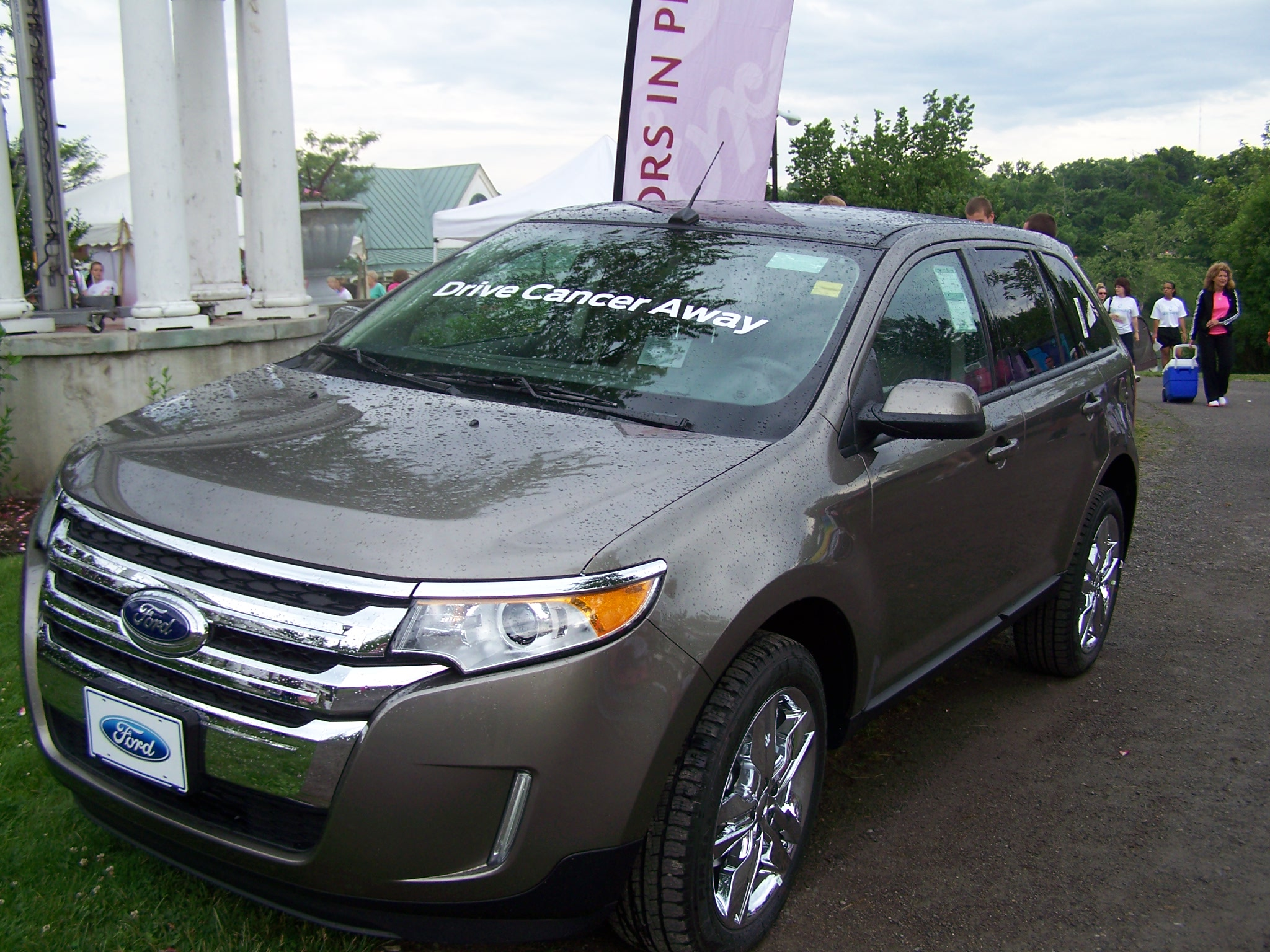 A Ford Edge was parked at the WNY Race for the Cure site - complete with an inspirational message.