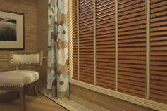 Hunter Douglas EverWoodr Collection alternative wood blinds in the TruGrainr finish in Distressed Nutmeg. 