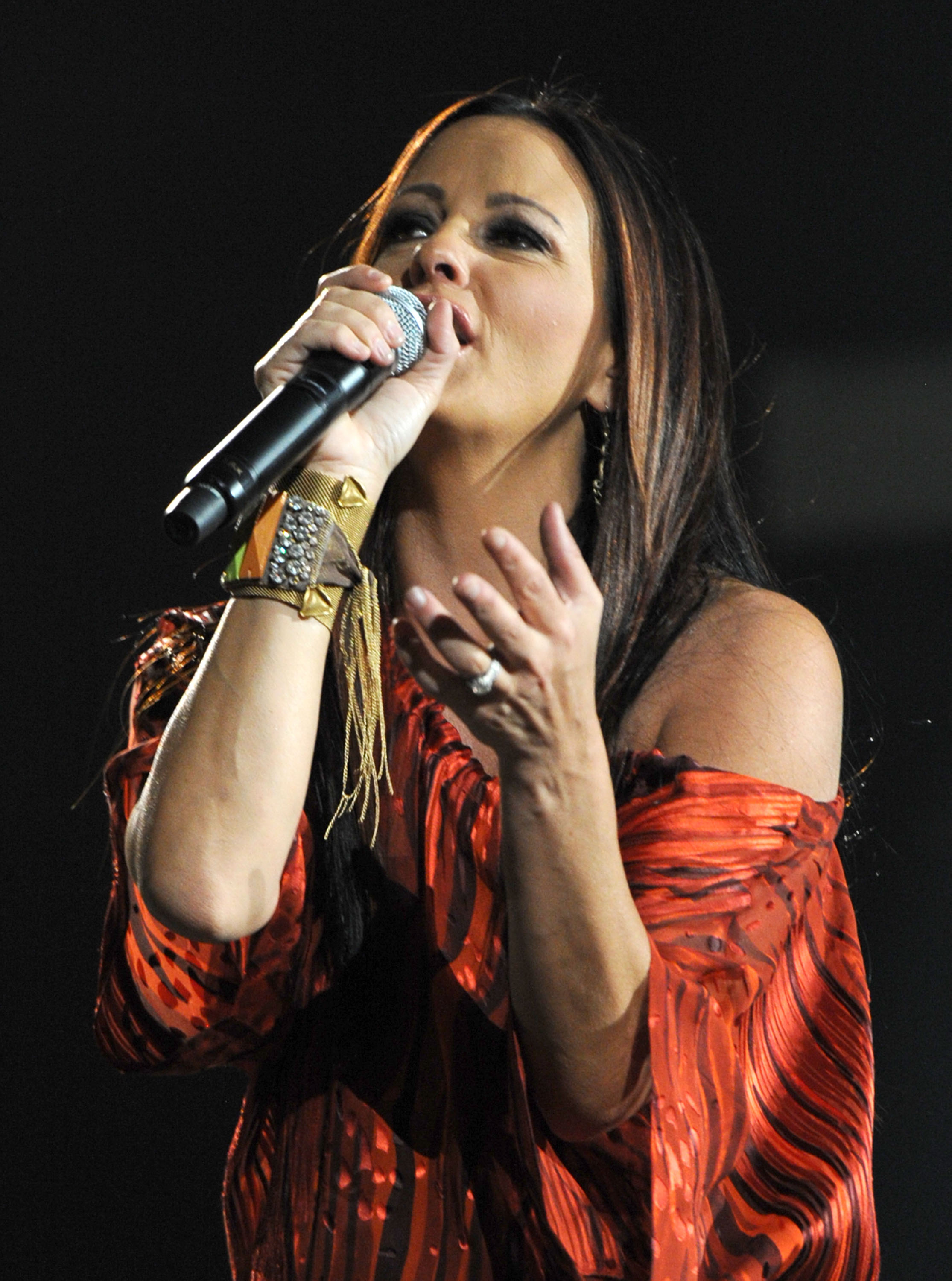 LAS VEGAS, NV - APRIL 01: Singer Sara Evans performs onstage during the 47th Annual Academy Of Country Music Awards held at the MGM Grand Garden Arena on April 1, 2012 in Las Vegas, Nevada. (Photo by Kevin Winter/ACMA2012/Getty Images for ACM)