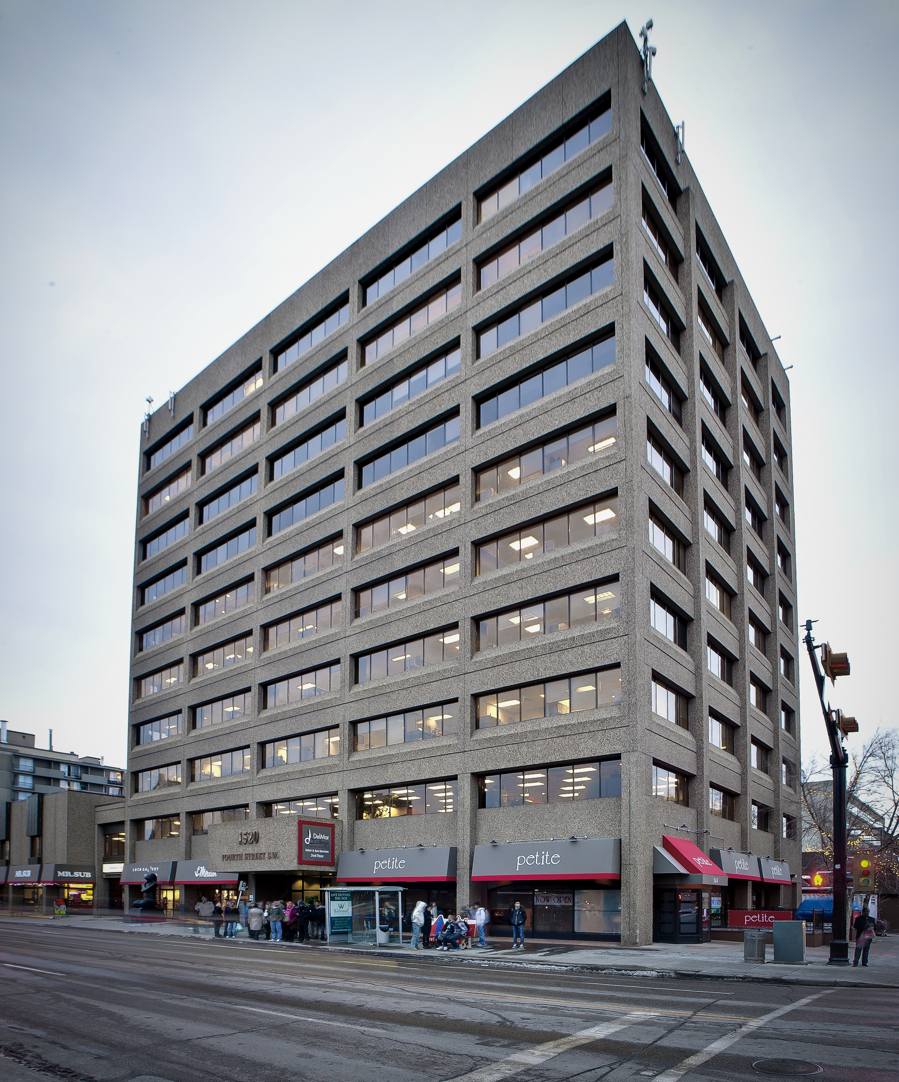 Grosvenor Americas has acquired 1520 Fourth Street, a 106,000 SF office building with ground-floor retail space, in Calgary's Beltline district.